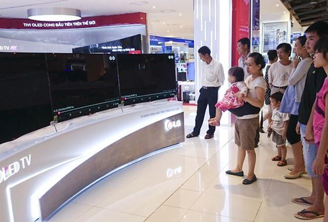 Mua tivi xịn được 1 năm, mất đứt 20 triệu